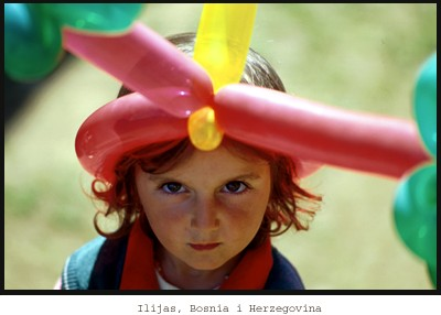 girl with balloon hat